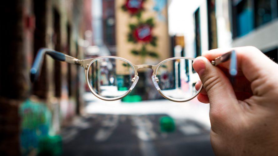 老眼の悩みについて、5名のアラフィフ・アラカンに「具体的な対処法」を教えてもらったお話